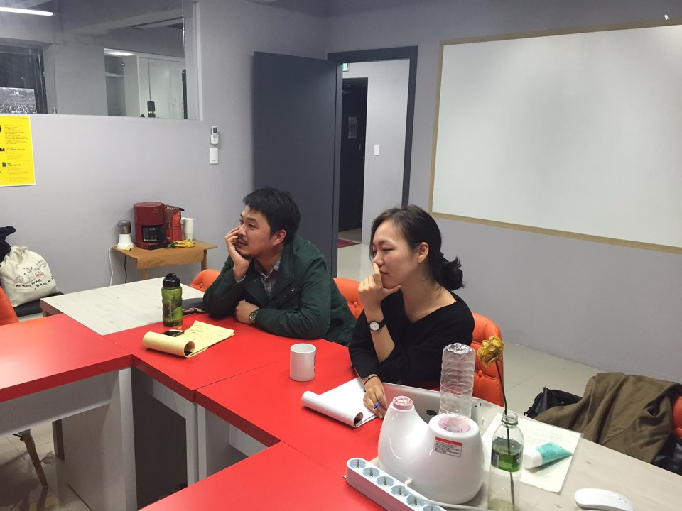『사표의 이유』의 저자 이영롱과 사회자 최혁규 연구원.